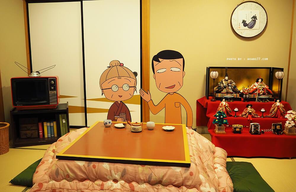 客廳裡的爸爸和奶奶
