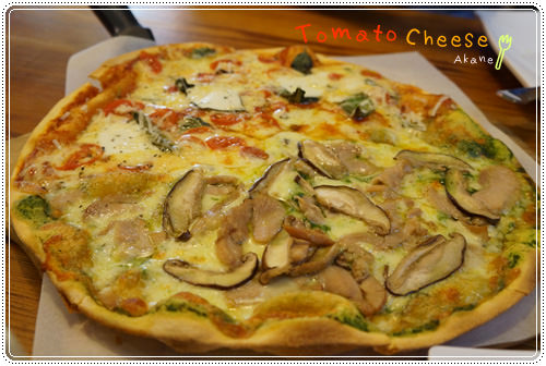 【食記】Tomato & Chesse 蕃茄麵皮烘烤的窯烤雙拼pizza