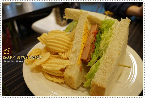 【食記】鯊魚咬吐司 平價輕食新選擇